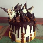 Torta Drip cubierta con buttercream